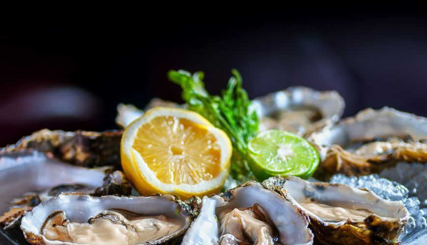 Oysters with a lemon wedge